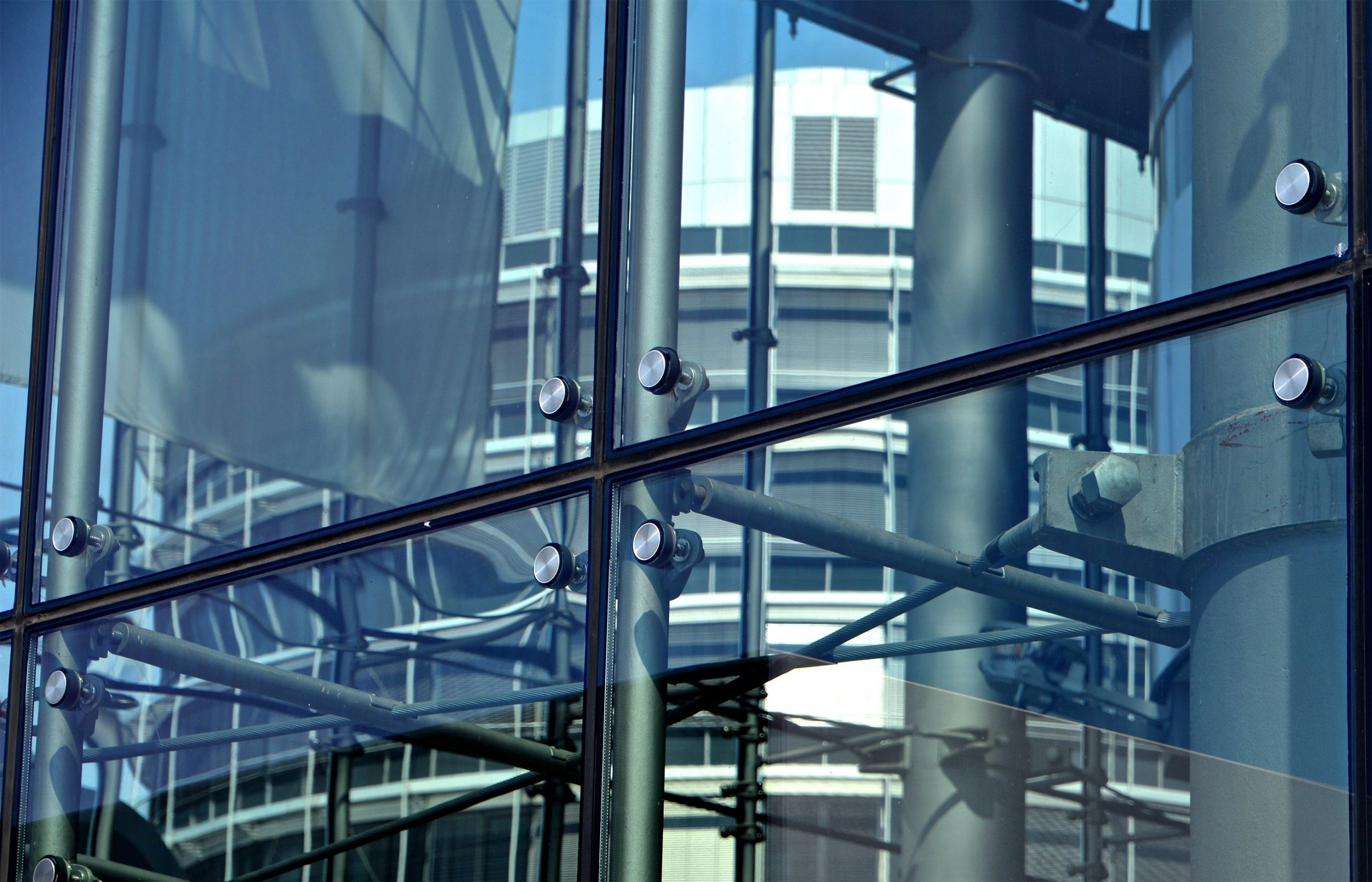 Glass and steel structure maintenance